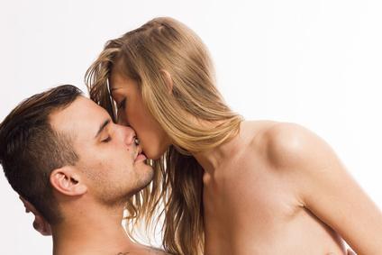 sinnliche Küsse beim Liebesspiel