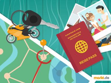 Bild Weltkarte mit Reisepass und Schlüssel